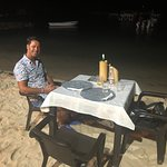 Si cena in spiaggia a 2 passi dal mare