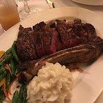 ภาพถ่ายของ Hy's Steak House - Waikiki