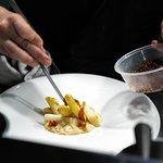 Espárragos blancos a la brasa de carbón, anchoas, queso Altejo, Jabugo y cítricos - Grilled white asparagus, anchovies, Altejo cheese, Jabugo ham and citrus
