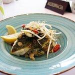 Dziś Sławek zaprasza na smakowitego sandacza z pesto podanego na risotto z warzywami i delikatną posypką z prażonych migdałów.