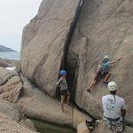 Escalada na Ponta da caranha  A ponta da caranha é um exelente campo escola para quem quer aprender a dar seus primeiros passo na escalada em rocha