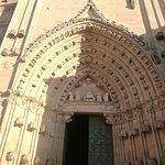 Puerta de entrada y detalles.