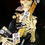Skelett auf der Bühne, Freak Show, Essen
