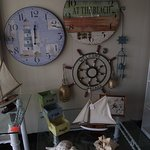 NH - KINGSTON - CARRIAGETOWNE ANTIQUES – DISPLAY IN ENTRYWAY #1