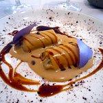 Canelón de Pintada, Trompeta negra y salsa de Boletus.