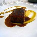 Lingote de Paletilla de Ternasco de Aragón a baja temperatura con crema de Manzanas asadas.