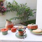 Jogo matinal coleção chama da floresta: jarra, mantegueira, xícara, molheira e queijeira em cerâmica de alta temperatura.
