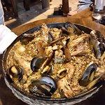 Paella de mariscos y pescado