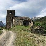 Eglise de Vio juste en face de l'établissement Casa Cuadrau