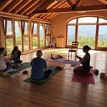 Salle de Yoga vraiment très chaleureuse et lumineuse à Casa Cuadrau
