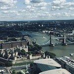 Vue sur le Tower Bridge et la Tour de Londres depuis le 35e étage