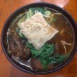 鮮蝦餛飩牛肉麵