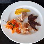 un petit aperçu d'une spécialité locale, foie gras, magrets et volailles de petits producteurs et fumés maison!!