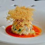 Cupola di branzino farcita con spinacino fresco e gambero rosso su crema di pomodoro piccadilly