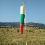 Болгарский флаг на фоне гор