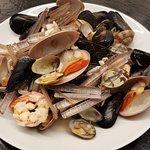 Sautè di Molluschi e Crostacei(fasolari, vongole, cozze, cannolicchi, scampi, gamberi)