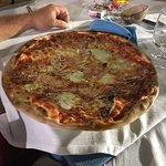 Pizza 🍕 più grande del piatto