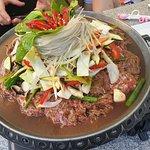 Wołowina z warzywami na grillu (na zdjęciu jeszcze przed smażeniem).
