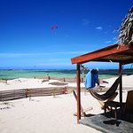 Hôtel Restaurant club de kitesurf et windsurf Ocean Lodge Baie des Sakalava Diego Suarez Madagascar, initiations kitesurf, stage de kite et locations de matériels
