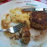 Badische Fleischküchle mit brauner Soße und Kartoffelsalat