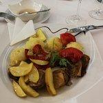 Konfitált kacsamell citromos almás szósszal, cukkinis burgonyapürével, grillezett paprikával