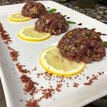Tartare di tonno rosso e passion fruit.