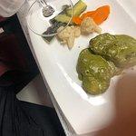esto es rape, que estaba asqueroso frio y pasado con 4 verduras de bolsa congeladas....(digno de