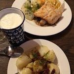sandacz i ziemniaki z kwaśnym mlekiem