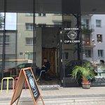 Zdjęcie kawiarni z zewnątrz ;-)