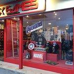Gran tienda con productos Marvel Souvenirs