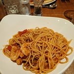 Spaghetti with prawns, cherry tomatoes and chilli