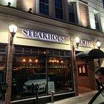Fotografija – Roots Steakhouse