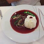 Juste ce dessert , un nougat glacé , ceci est une oeuvre d'art ;