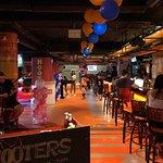 ภาพถ่ายของ Hooters Bangkok Soi 15