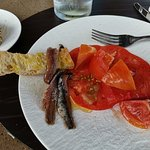 Anchoas y tomates