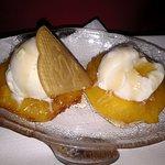 Friterad ananas med glass