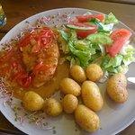 Pollo Arance- grillowana pierś z kurczaka w sosie pomarańczowym z papryką i rozmarynem.