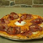 Pizza CRAK con Capocollo di Martina Franca, Burratina pugliese, Pomodori secchi sott'olio puglie