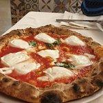 Pizza pomodoro basilico e bufala