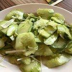 Gurkensalat mit Knoblauch und Koriander