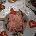 """Kedelig smagsløs salat med rucola, rejer og """"parmesanflager"""""""