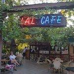 Lal Cafe resmi