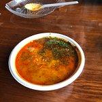 Zupa rybna z półmiskiem na ości.