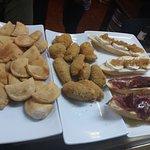 Tapas ..empanadillas ,,croquetas y montaditos
