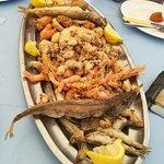 Fritada com variados tipos de peixe, muito bom.