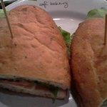 Sandwich Chicken Caprese ของร้าน Au Bon Pain ราคา 175 บาท