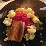 Jesiotr na różowym risotto z niebiańskim sosem, jakby pieczeniowym, ale do ryby??? Pasował fanta