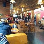 Interior de Cassis Chocolates & Cafe