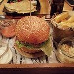 W karcie jest kilka rodzajów burger do wyboru