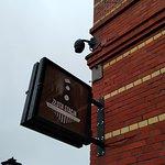 Restauracja Złota Stacja znajduje się blisko Rynku i sporego parkingu w piwnicy jednej z kamieni
